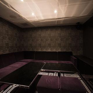 エレベーターから直行できる秘密部屋(カラオケ完備)
