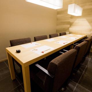個室3部屋の合計40席をご用意。ご予約はお早めに。