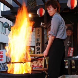 高知名物!!カツオの藁焼きタタキ(藁焼きの実演もできます♪)