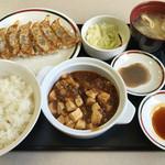 42427585 - ぎょうざ定食 麻婆豆腐セット698円