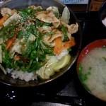 伝説のすた丼屋 - ピーカラ丼720円