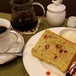 珈琲と紅茶 瑞季 - 料理写真:ご注文をいただいてから豆を挽く珈琲とともに手作りスイーツをどうぞ