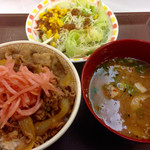 すき家 - 牛丼・とん汁セット (2015.09現在)