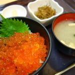 中央食堂 - いくら丼(¥950税込み)