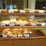 ベーカリーショップ ノースクレスト - パン棚1