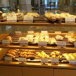 ベーカリーショップ ノースクレスト - パン棚2