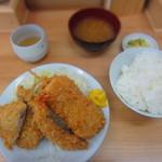 42448021 - ミックス定食 ¥800