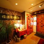 香港楼 - 3階チャイナ雰囲気満点の扉が待ち構える...
