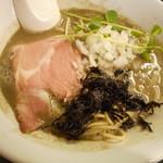 麺処 晴 - 濃厚そば(白黒) 780円