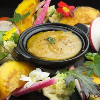 季節ごとに色を変える野菜料理。
