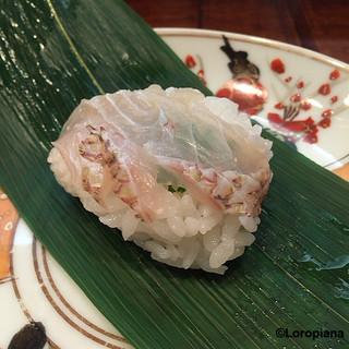 大善 - 鯛の笹巻き寿司。