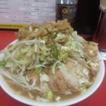 42464910 - ラーメン並:ニンニク野菜マシマシあと全部マシ・野菜別丼