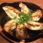 木村屋本店 - 餃子はアツアツ