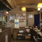 天ぷら倶楽部 - カウンター、テーブル席ございます。