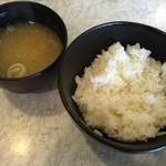 天ぷら倶楽部 - ご飯、お味噌汁おかわり自由です。