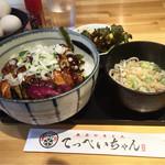 てっぺいちゃん - やきとり丼650円 ミニサラダ、ミニそば付き