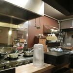 柔製麺 - 厨房。