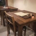 美糸 - ☆店内のテーブル席はシンプル系です☆