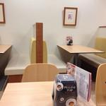 カフェ ペリーニ - 店内テーブル席