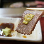 焼肉炉満 - 幻のカルビは、ワサビ醤油で食べる。