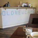 オールド ニュー カフェ - 入口近くのカウンター