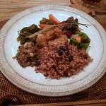 ベジボン - vegebonプレート:本日の惣菜盛り合わせ、小豆入り酵素玄米