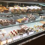 パティスリーシャロン  - ケーキのショーケース