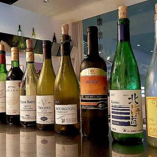 グラスワインは常時10種類!国産ワインも豊富にオンリスト。