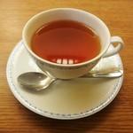 """甘味処 古今茶家 - メインの品に、+ 150円で頂いた """"ホット ミルクティー"""" 。"""
