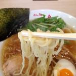 めん処羽鳥 - 麺は中太ちぢれ麺