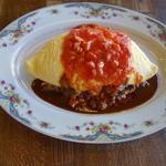 ソウルフードカフェ カモメ - ふわふわ卵のオムライス870円サラダと味噌汁付き