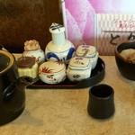 天ぷら倶楽部 - 天つゆ、醤油、抹茶塩、生姜等もございます。