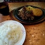 42581334 - 日替りランチ 牛肉とコロッケ