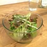 カフェ ヒュッグリー - 野菜サラダ、ドレッシングが美味しいですよ(2015.10.2)