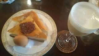自家焙煎珈琲 珍竹林 - アイスカフェオレ   ¥550    (モーニングサービス)