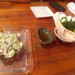 三虎 - マグロとアボカドサラダ&海ブドウ