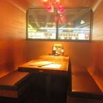 丸海屋 - ちょっと未来的なボックス席