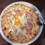 GINA - ビスマルク。半熟卵が効く!ハム、マッシュルーム、モッツァレラチーズ