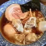 ○決 - 料理写真:中華そば/わんたん/味玉 800円