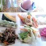 きずな食堂 - 料理写真:セルフで盛りつけ、お総菜