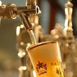 札幌開拓使 - ドリンク写真:「銀座ライオン」の生ビールの美味しさの秘密は、一世紀以上受け継がれてきた伝統の生ビール抽出方法「一度注ぎ」。