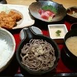 文楽 - ごちそう定食 1000円 職人のチキンカツ 一口蕎麦 刺身ぶつ 小鉢 とろろ 御飯 味噌汁 漬物