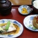 42585234 - 選べるランチ「日替りハンバーグ」+「本日の煮魚」870円