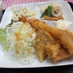 ジャック - 料理写真:ミックスフライ定食<税込>600円 のミックスフライ部分拡大 (2015.10.02)