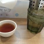 ガガナ ラーメン - 水、プーアル茶
