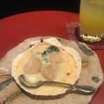 こいずみ - ホタテのグラタン ホワイトソースの隠し味に西京味噌が入っていて美味しかったです。