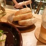 ルスティコ - 自家製パン