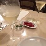 42594291 - 果実の香りがし、飲みやすいスプマンテで乾杯!