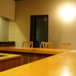 日本料理 たかむら - カウンター席がメイン。