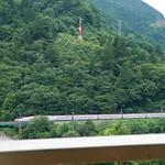 42595761 - 秋田新幹線こまちが見える